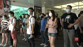 VIDEO: Polisi Kejar Massa Demo Hari Ibu di Hong Kong