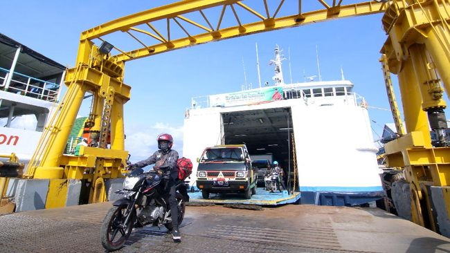 ASDP Merak mencatat telah menyeberangkan 218.982 penumpang ke Pelabuhan Bakauheni, Lampung, sejak 28 April hingga 4 Mei 2021.