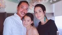 <p>Pada 16 Desember 2006, Nadya menikah dengan Desmond Koh di Ubud, Bali. Keduanya dikaruniai anak perempuan yang diberi nama Nyla dan kini sudah berusia 12 tahun. (Foto: Instagram @nadyahutagalung)</p>