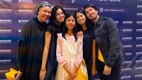 <p>Selama 18 tahun pernikahan, Ariyo dan Mila dikaruniai tiga anak yang semua perempuan, yakni Kyra, Jamie, dan Sabine. (Foto: Instagram @ariyowahab)</p>