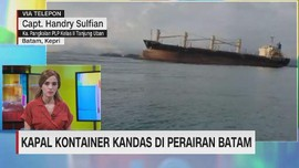 VIDEO: Kapal Kontainer Kandas di Perairan Batam