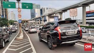 Ban Mobil Kelihatan Naik Turun di Jalan Tol