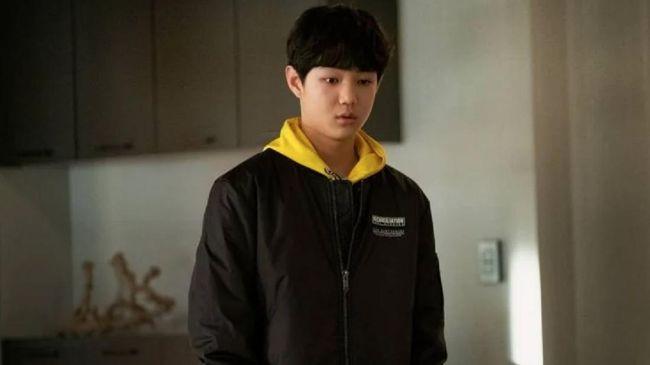 Usai sukses membintangi The World of the Married, Jeon Jin-seo kini dipercaya untuk memerankan Jungkook BTS dalam drama Youth.