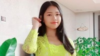 <p>Ko Soobin, putri sulung Yannie Kim sudah gadis lho, Bunda. Usianya kini memasuki 15 tahun. Cantik dan anggun pakai kebaya Bali. (Foto: Instagram @yannie_kim)</p>