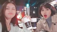 <p>Karena sudah remaja, Ko Soobin bisa <em>hang out</em> bareng bunda Yannie Kim nih. (Foto: Instagram @soobin.ko)</p>
