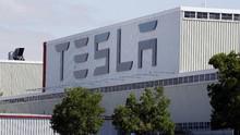 Batang Disiapkan untuk Pabrik Tesla