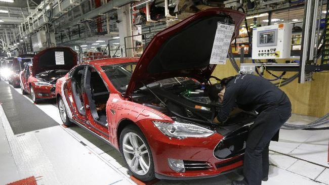 Tesla merupakan salah satu pihak produsen otomotif global yang tertarik berinvestasi di dalam negeri terkait kendaraan listrik.