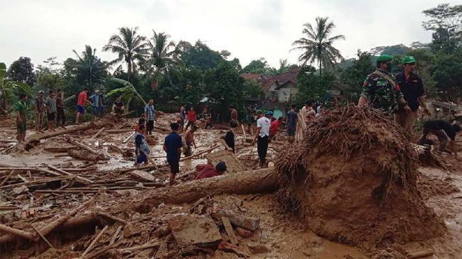 Satu warga dilaporkan meninggal dunia dalam peristiwa bencana alam tanah longsor yang terjadi di Desa Wangunjaya, Kecamatan Leuwisadeng, Kabupaten Bogor, Jawa Barat, Rabu (13/5).