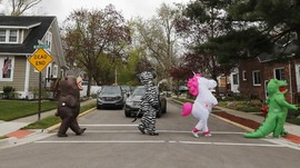 FOTO:Parade Kostum Hiburan Di Tengah Pandemi Corona