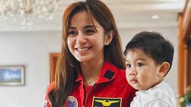 Kirana Larasati dan putranya, Kyo