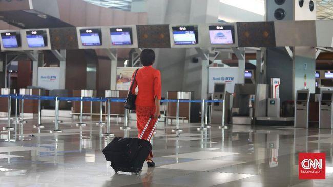 Awak kabin maskapai Garuda Indonesia di Terminal 3, Bandara Soekarno Hatta, Tangerang, Banten.