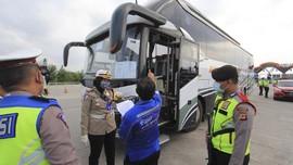 Loloskan Pemudik ke Solo, 4 Bus Diamankan di Cibubur