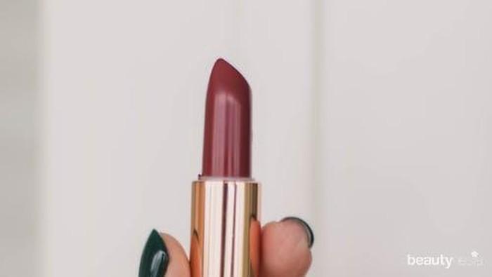 Buat Kamu yang Punya Bibir Kering, Ini Daftar Lipstik Tahan Lama yang Melembapkan