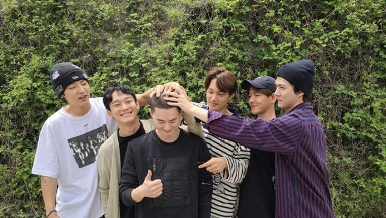 Foto Pertama Chen 'EXO' Pasca Menikah dan Punya Anak
