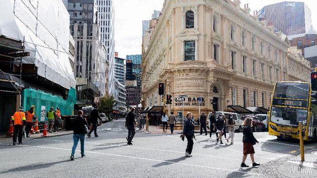 Selandia Baru jatuh ke lubang resesi setelah ekonomi kuartal II 2020 minus 12 persen. Rekor kontraksi itu pertama kalinya sejak satu dekade terakhir.