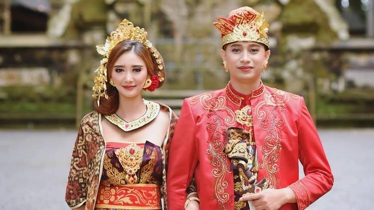 Pasangan wanita Korea dan pria Bali