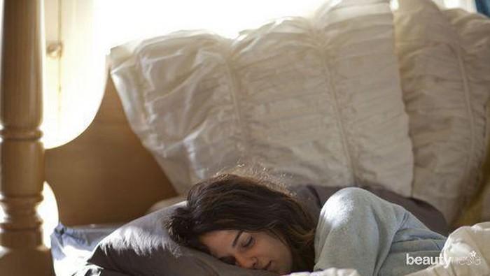 Bukan Cuma Bra, Tidur Tanpa Pakaian Dalam Lebih Sehat Lho!