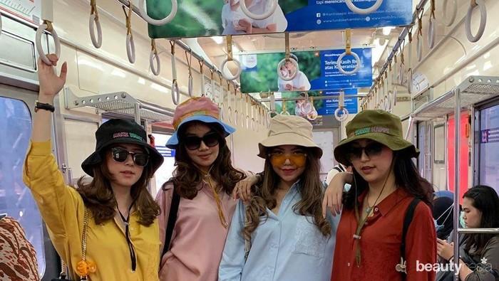 Penggemar Style Baju Warna-Warni, Bisa Belanja di 5 Online Shop Ini!