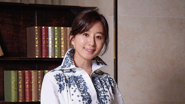 Kim Hee-ae di The World of the Married
