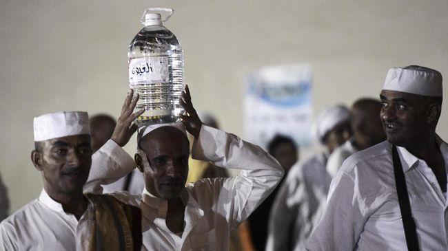 Yahya Hamza Koshak, insinyur Arab Saudi yang melestarikan sumur air Zamzam di Mekah meninggal dunia.