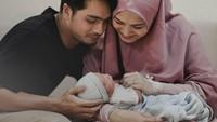 <p>1. Herfiza Novianti  Pada 21 Maret 2020, anak keempat Herfiza Novianti dan Ricky Harun lahir, Bun. Bayi berjenis kelamin perempuan itu diberi nama Aisyah Akyza Pratama. (Foto: Instagram @herfiza)</p>