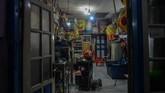 Suasana lokasi siaran langsung pertunjukkan badut sulap Mr Arian Maestro di rumahnya, Bumi Resik Panglayungan, Kota Tasikmalaya, Jawa Barat. ANTARA FOTO/Adeng Bustomi