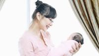 <p>3. Yuanita Christiani &nbsp; Presenter cantik Yuanita Christiani melahirkan putri pertamanya pada 16 Maret 2020, Bunda. Putrinya yang menggemaskan itu diberi nama Arella Lenora Wiguna. (Foto: Instagram @yuanitachrist)</p>