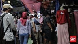 Warga Sukabumi Berdesakan di Pasar Usai Pelonggaran PSBB