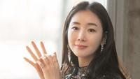 <p>Sebagai aktris veteran, akting Choi Ji Woo selalu memukau di drama yang dibintanginya. (Foto: Instagram @yg_stage)</p>