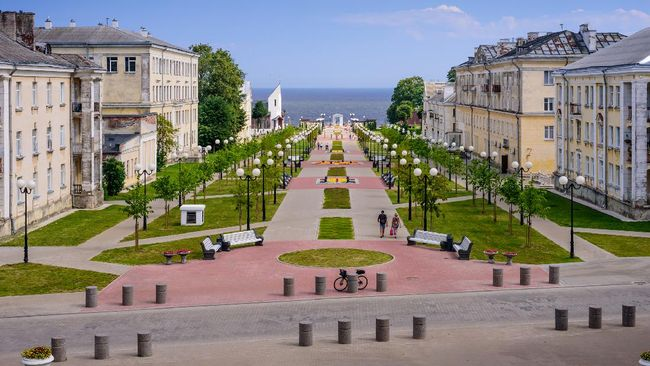 Sightseeing of Estonia. Cityscape of Sillamae. Mere Boulevard - a popular promenade in the city center