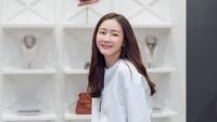 <p>Meski tampil casual, wajah cantik dan awet muda tetap terpancar dari Choi Ji Wo. (Foto: Istimewa)</p>