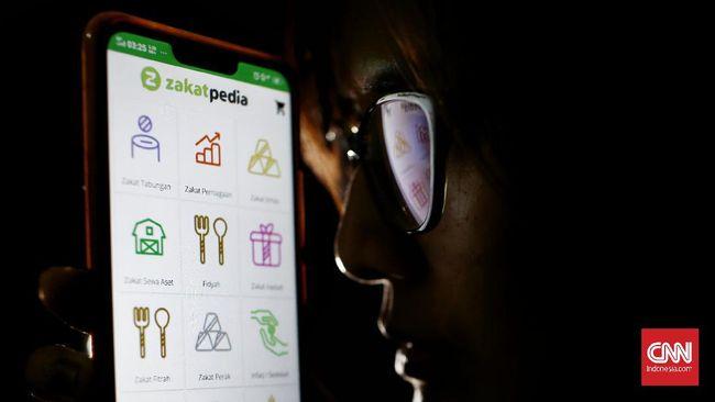 Pembayaran zakat fitrah dan mal di bulan Ramadan kini bisa dilakukan lewat sejumlah aplikasi secara online di smartphone.