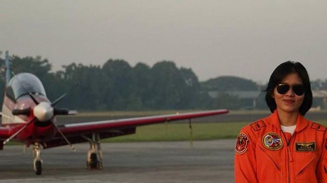 Letda Pnb Ajeng Tresna Dwi Wijayanti akan dinobatkan menjadi penerbang tempur perempuan pertama di TNI Angkatan Udara.