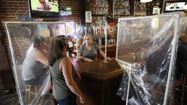 Sebanyak 60 persen bisnis yang terpaksa tutup karena pandemi virus corona tidak akan bisa buka kembali.