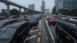 Lalu Lintas Padat, Contraflow Diberlakukan di Tol Dalam Kota