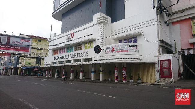 Area Pasar Baru Bandung tutup untuk mencegah penyebaran virus corona, Senin (18/5).