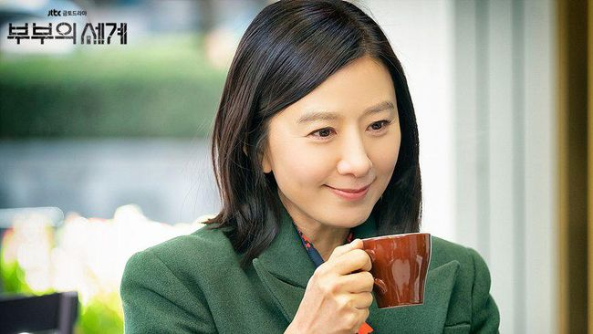 Sutradara serta aktris The World of the Married menambah koleksi piala mereka dengan menjadi pemenang dalam Asia Contents Awards 2020.