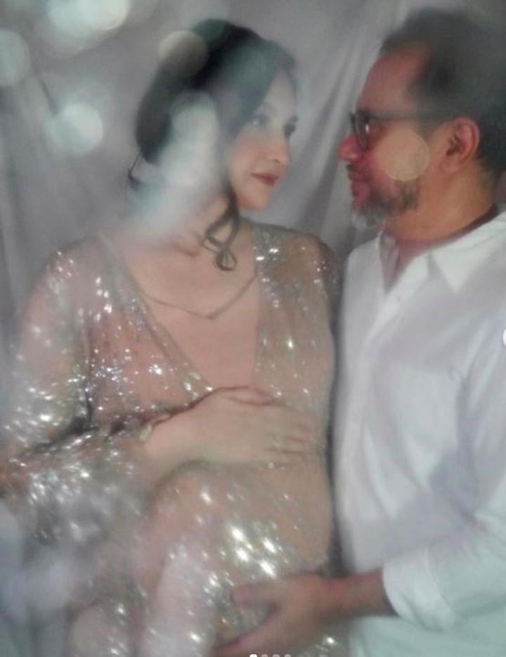 Foto Kehamilan Artis