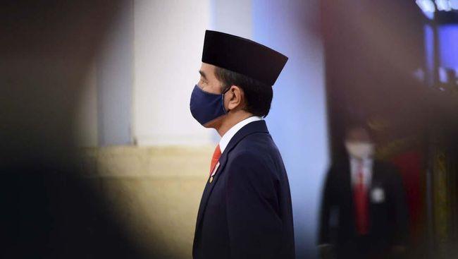 Presiden Joko Widodo (kanan) memimpin upacara pelantikan Kepala Staf Angkatan Laut (KSAL) dan Kepala Staf Angkatan Udara (KSAU) di Istana Negara, Jakarta, Rabu (20/5/2020). Presiden Joko Widodo secara resmi melantik Laksamana TNI Yudo Margono sebagai KSAL dan Marsekal TNI Fadjar Prasetyo sebagai KSAU. Muchlis-Biro Setpres
