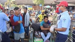 Ratusan Pemudik ke Pulau Raas Madura Padati Pelabuhan Jangkar