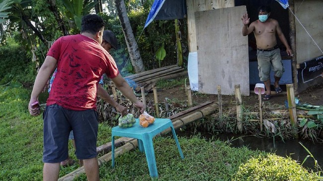 FOTO: Karantina Mandiri di Gubuk Kayu Demi Lawan Pandemi