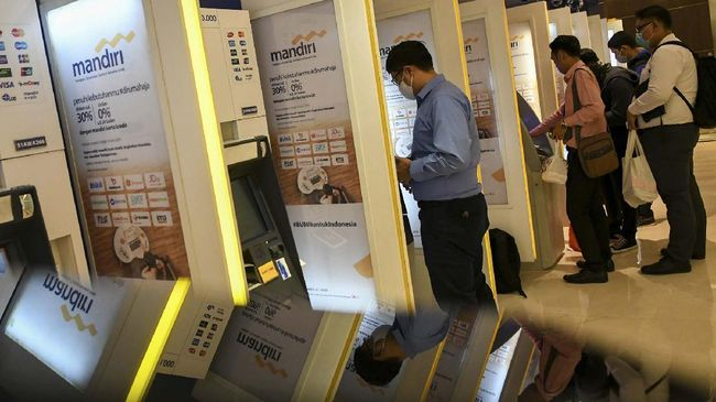 Aksi skimming merupakan salah satu bentuk kejahatan perbankan. Kenali beberapa cara menghindari tindak kejahatan skimming di ATM.