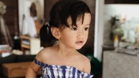 <p>Putri kecil Atiqah yang akrab disapa Sal ini sangat menggemaskan lho, Bunda. (Foto: Instagram @atiqahhasiholan)</p>