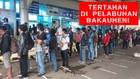 VIDEO:  Ratusan Perantau Tertahan di Pelabuhan Bakauheni