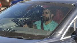 Latihan Perdana Liverpool, Kaca Mobil Mo Salah Pecah