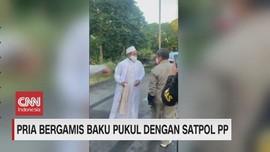 VIDEO: Pria Bergamis Baku Pukul dengan Satpol PP