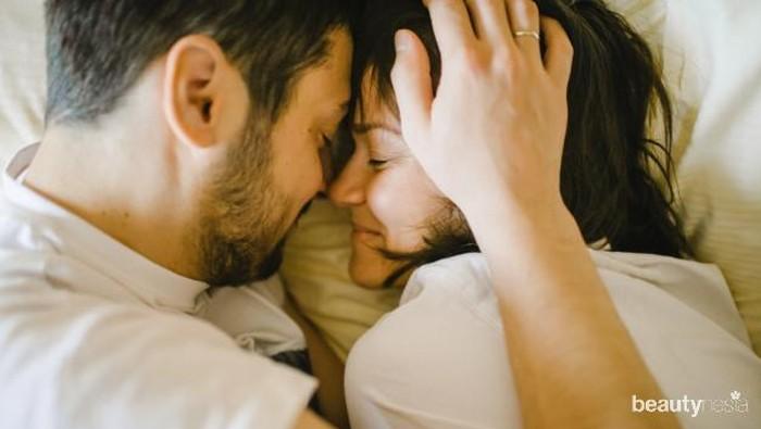 Ragam Manfaat Pillow Talk Sebagai Sarana Quality Time Pasangan