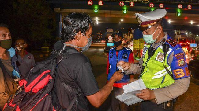 Polda Metro Jaya menyekat jalan pintas atau jalur tikus untuk mencegah warga yang nekat mudik Lebaran pada 6-17 Mei 2021.