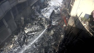 FOTO: Jatuhnya Pakistan Airlines di Karachi
