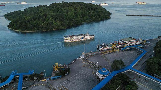 Warga diminta tak berbondong-bondong ke Pelabuhan Merak lantaran tak ada penjualan tiket selama masa larangan mudik lebaran 2021.